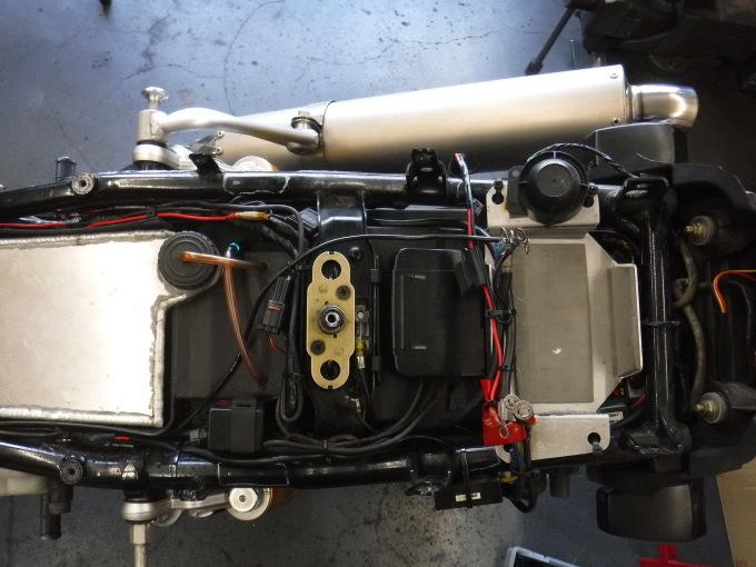 ZRX1100コンさん号の外装交換でした。・・・その1_a0163159_21393301.jpg