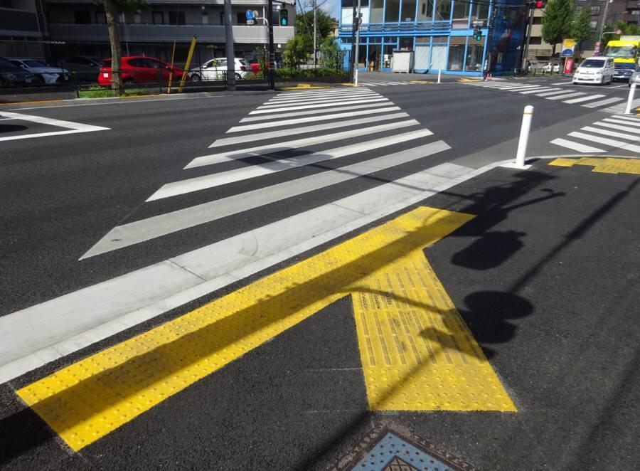 斜めの横断歩道_f0059673_18291148.jpg