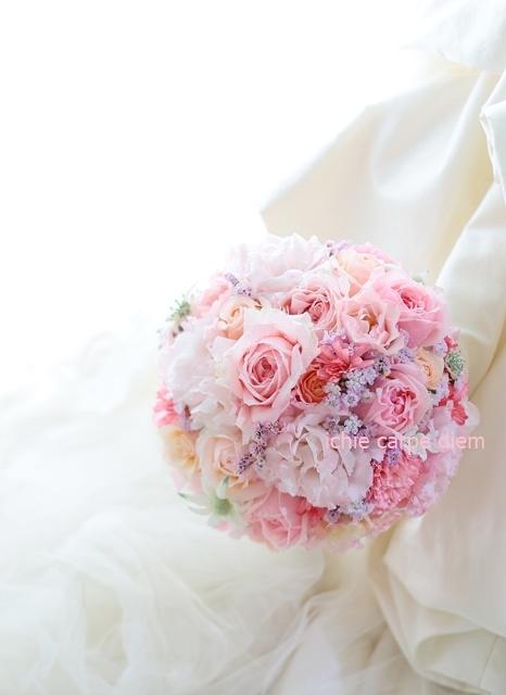 ラウンドブーケ 明治記念館様へ お色直しのバラはヴィクトリアンシークレット_a0042928_22440834.jpg