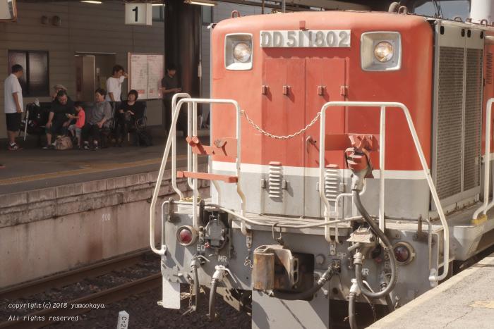 来る列車を待つ_d0309612_22370092.jpg