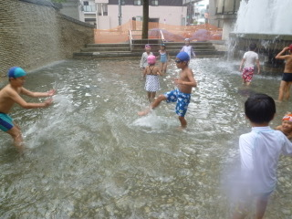 8月16日『Water play』_c0315913_19521552.jpeg