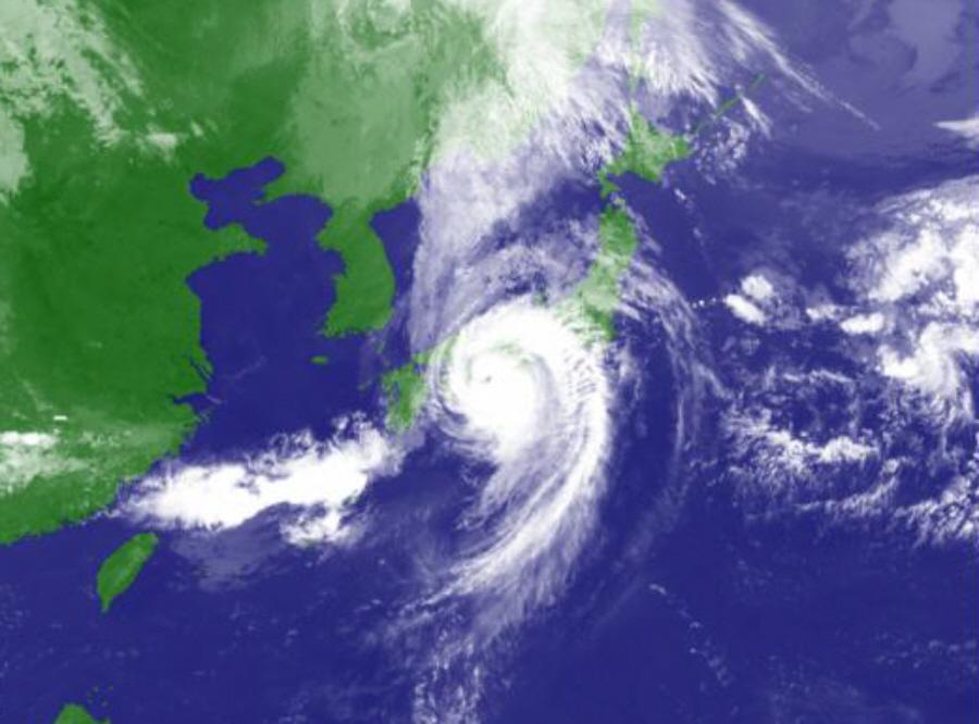 台風21号上陸_f0059673_18515676.jpg