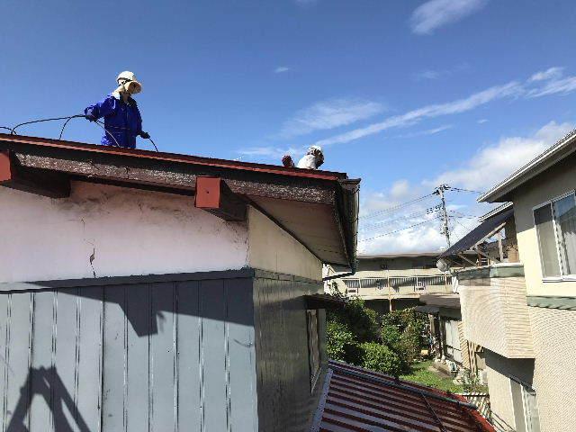 屋根塗装 初日高圧洗浄_f0031037_19381115.jpg