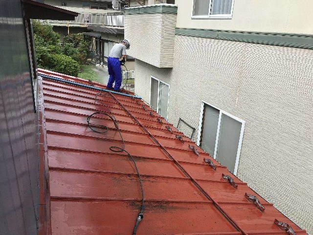 屋根塗装 初日高圧洗浄_f0031037_19390081.jpg