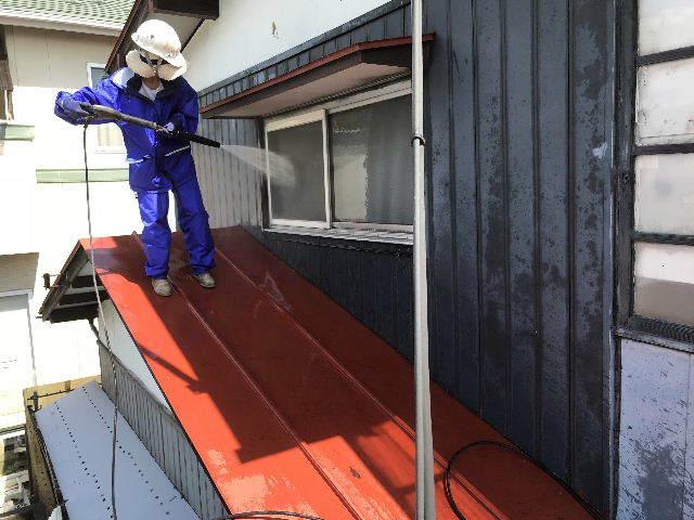 屋根塗装 初日高圧洗浄_f0031037_19402709.jpg