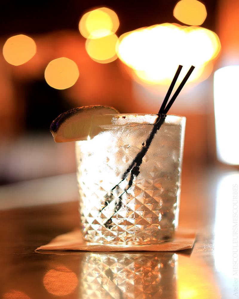 水を注文したら、お酒のような姿で出てきた_e0194450_15565158.jpg