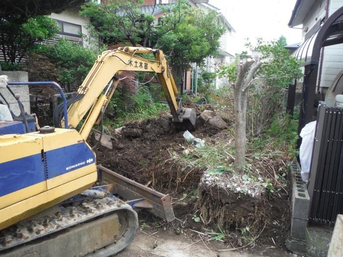 空き屋リフォーム ~ 庭の工事から開始です。_d0165368_05350815.jpg