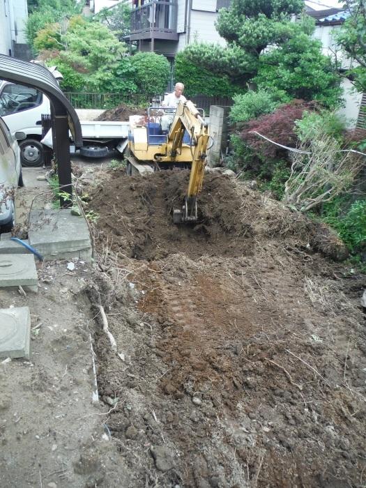 空き屋リフォーム ~ 庭の工事から開始です。_d0165368_05355639.jpg