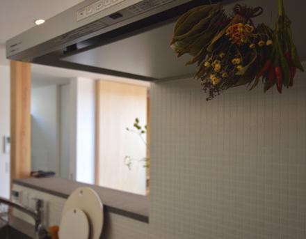 素材感のある造作キッチン_b0183404_13474477.jpg