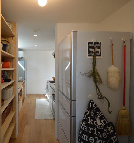 素材感のある造作キッチン_b0183404_13474573.jpg