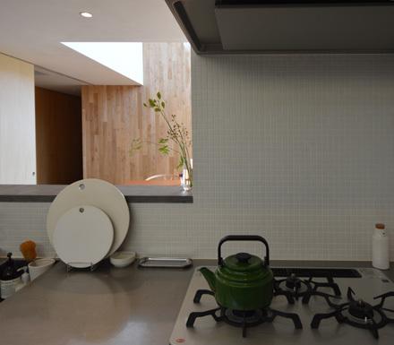 素材感のある造作キッチン_b0183404_14000711.jpg