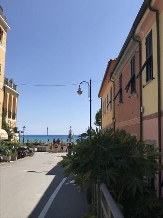 モンテロッソの街歩き_a0136671_00040558.jpeg