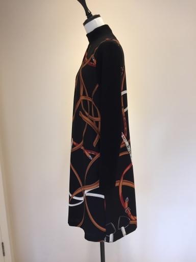 スカーフ柄のワンピース_c0223630_16452257.jpg