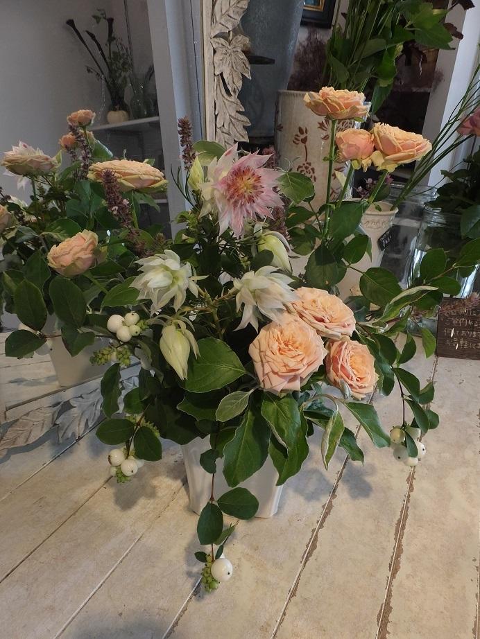 オークリーフ花の教室(大草さんと清水さんの作品)_f0049672_16593625.jpg