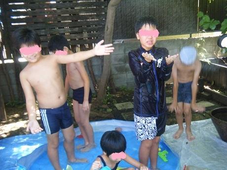 お庭でプール遊び_e0116086_11252779.jpg
