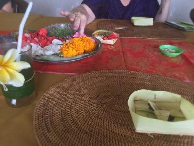 """バリ島☆神さまへのお供え物""""チャナン""""をつくりましょうね_d0035397_23011663.jpeg"""