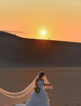 ギリギリでした......先日の婚礼前撮りは鳥取砂丘で......._b0194185_22122177.jpg
