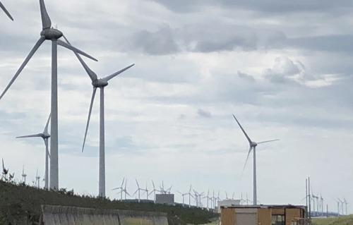 能代の海岸の風力発電_e0054299_14584529.jpg