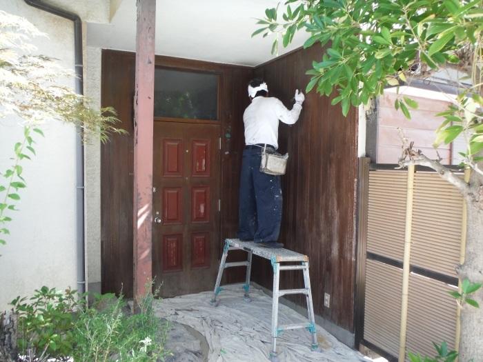 空き屋リフォーム ~玄関、戸袋など塗り替えして終了になりました。_d0165368_07380928.jpg