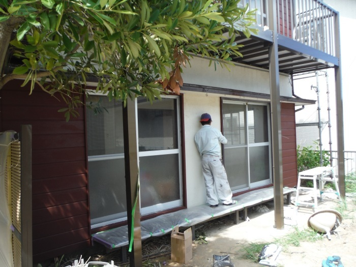 空き屋リフォーム ~玄関、戸袋など塗り替えして終了になりました。_d0165368_07392230.jpg