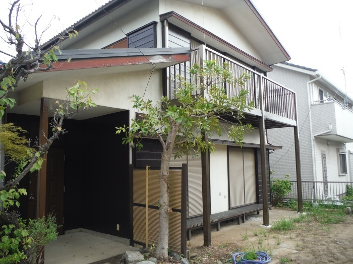 空き屋リフォーム ~玄関、戸袋など塗り替えして終了になりました。_d0165368_07401815.jpg