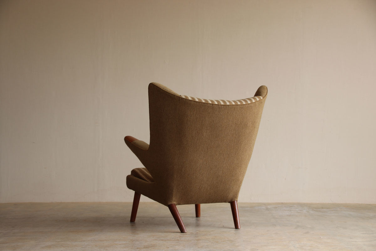 『Hans J Wegner Teak AP19 ベアチェア(Papa Bear Chair)』_c0211307_18374893.jpg