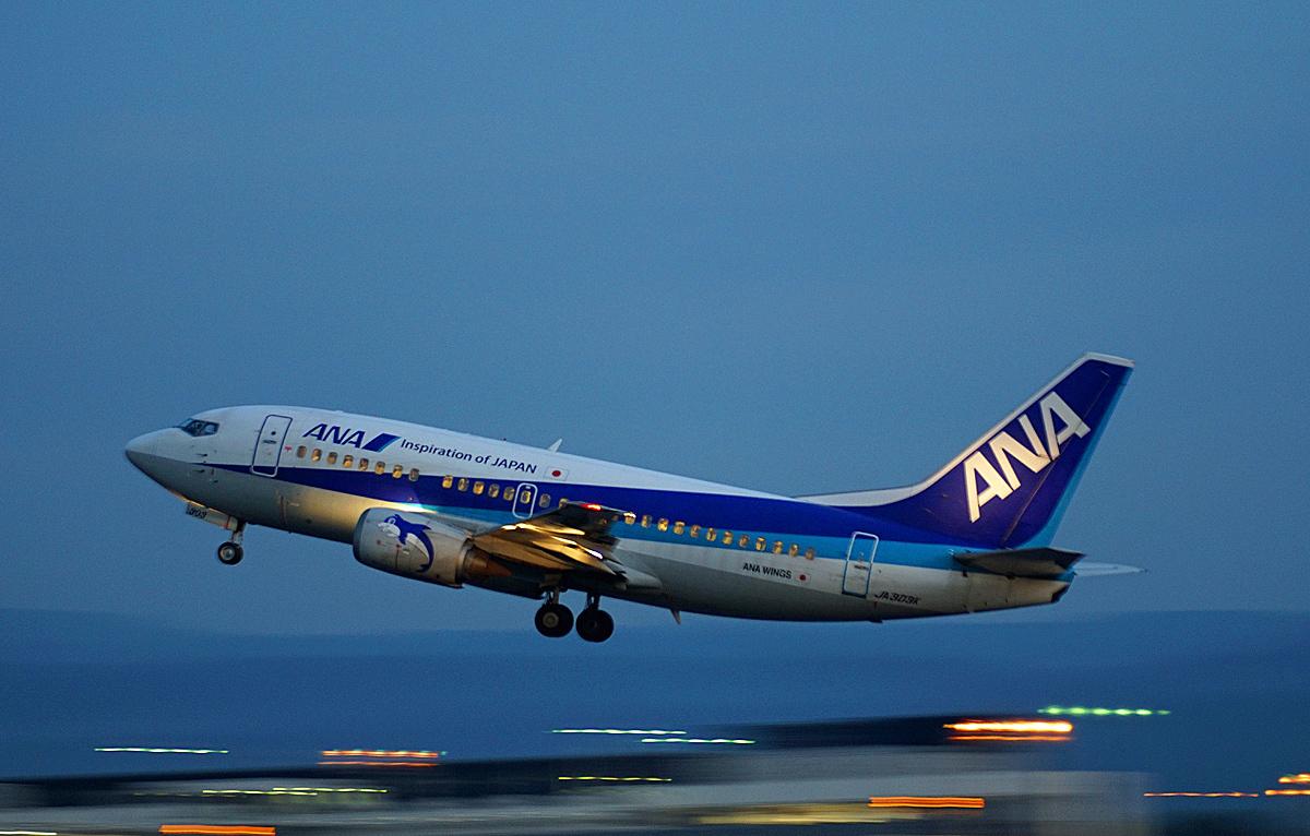 ASO KUMMOTO AIRPORT IN BLUE。 _b0044115_08031714.jpg