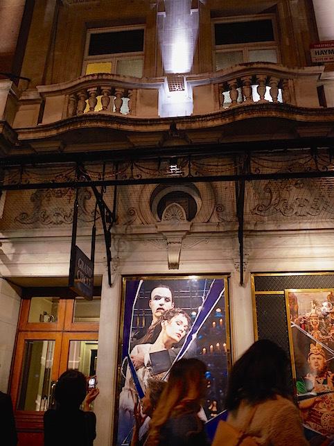 ロンドン(1)オペラ座の怪人_f0134963_22593470.jpg