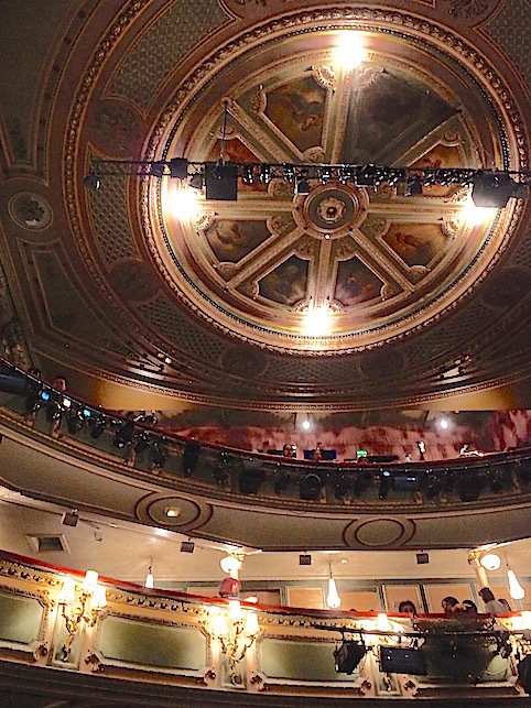 ロンドン(1)オペラ座の怪人_f0134963_23054940.jpg