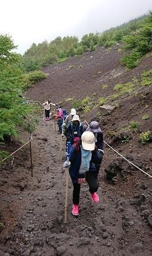 富士山ミニ登山2018#2(他事業所合流編 「いかした奴らとキモちE」)_f0195579_08494846.jpg