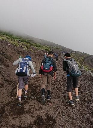 富士山ミニ登山2018#2(他事業所合流編 「いかした奴らとキモちE」)_f0195579_08522024.jpg