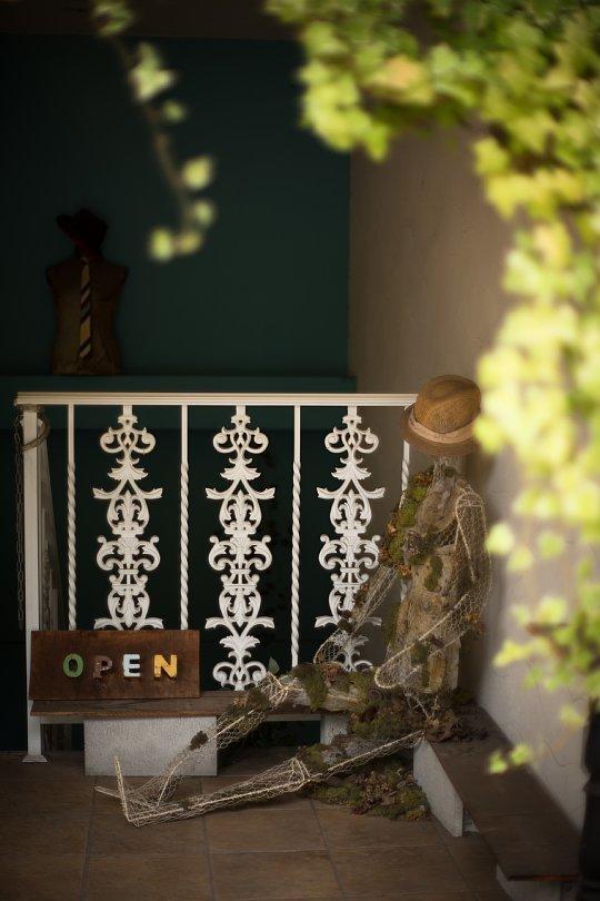 Weathered But Impressive Mannequins At The Entrance_d0353489_09313596.jpg