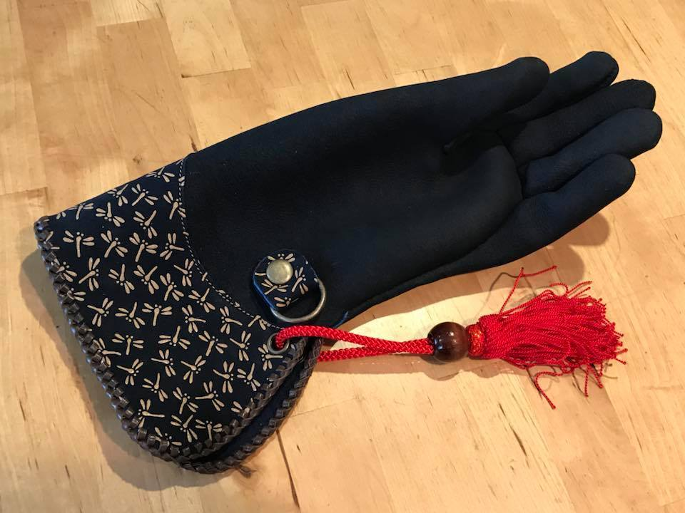 Dragonfly falconry glove for ADIHEX2018 (猛禽グローブ-印伝トンボ for ADIHEX2018)_c0132048_13294697.jpg