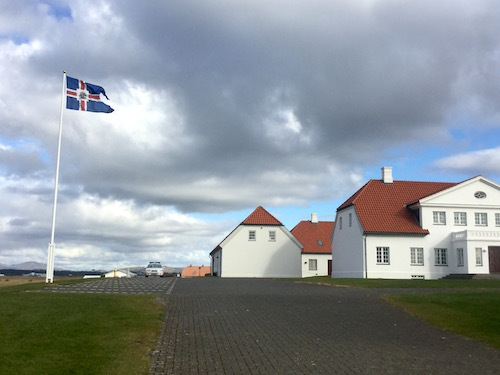 アイスランド大統領官邸近く、牧歌的で美味しいÁlftanes Kaffi_c0003620_07470871.jpg