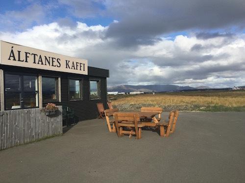 アイスランド大統領官邸近く、牧歌的で美味しいÁlftanes Kaffi_c0003620_07472569.jpg