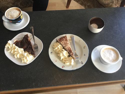 アイスランド大統領官邸近く、牧歌的で美味しいÁlftanes Kaffi_c0003620_07474090.jpg