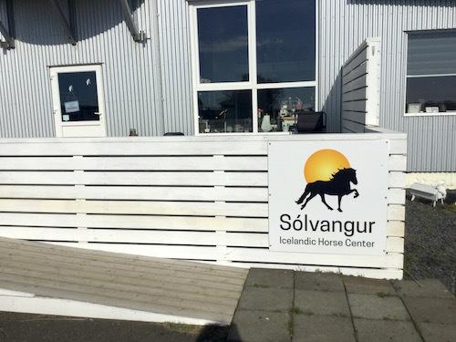 ミニ動物園?乗馬はもちろん、アイスランドの牧場に併設されたカフェSolvangur_c0003620_09101105.jpg