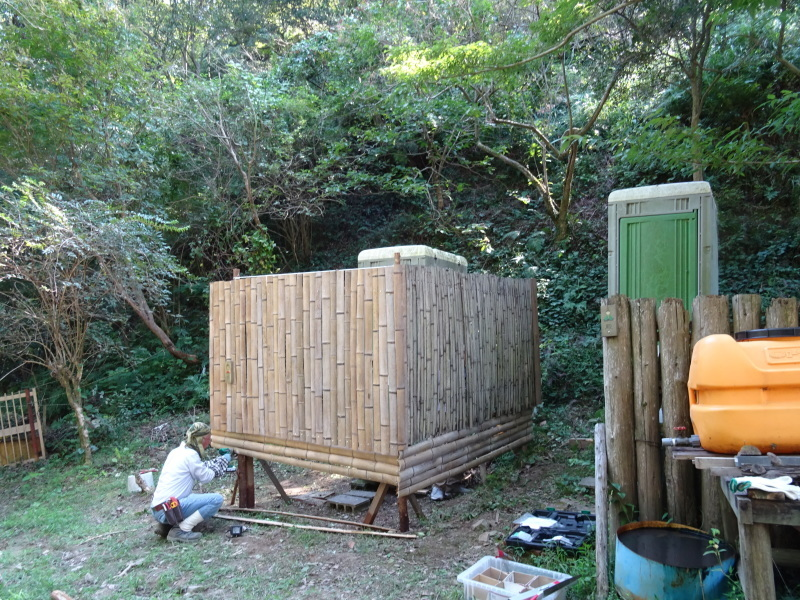 台風被害の復旧作業継続・・・孝子の森_c0108460_17594323.jpg