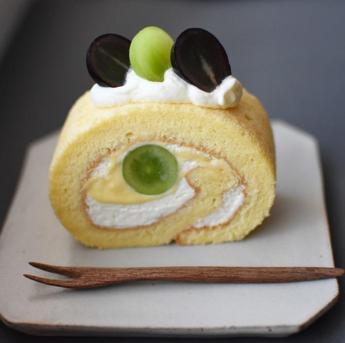 ぶどうのロールケーキも始まりました。_a0325273_12283364.jpg