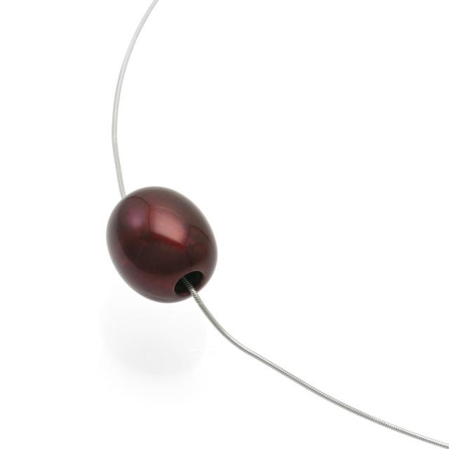 身につける漆 漆のアクセサリー ペンダント 森の実 ボルドー 色 スライド式チェーンコード 坂本これくしょんの艶やかで美しくとても軽い和木に漆塗りのアクセサリー SAKAMOTO COLLECTION wearable URUSHI accessories pendants Nuts Bordeaux color Adjustable Chain Code木の実やあけの実のように小さなトップに 幅広い年代の女性に人気の艶やかで深みのあるボルドー色、お洋服に合わせて、スライド式のチェーンコードは思い通りに微妙な長さ調節が可能、還暦のお祝いや大切な方へのプレゼントにもおすすめです。 #漆のアクセサリー #軽いペンダント #漆のペンダント #森の実 #ボルドー 色 #還暦のお祝い #プレゼント #accessories #jewelry #pendants #nuts #Bordeauxcolor #AdjustableChainCode #坂本これくしょん #身につける漆 #漆塗り #軽さを実感