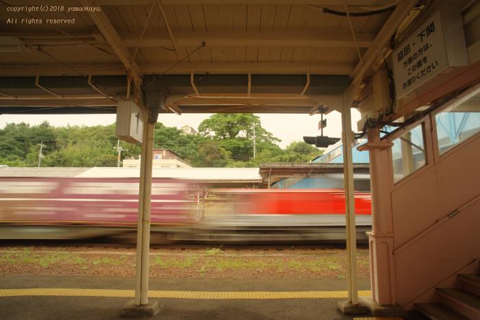 駅を通過してゆく_d0309612_22434619.jpg