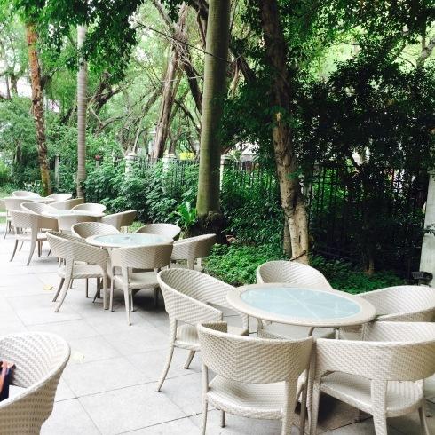 台北旅行 17 緑いっぱいのカフェ&チョコレートパイナップルケーキ@中山_f0054260_15565065.jpg