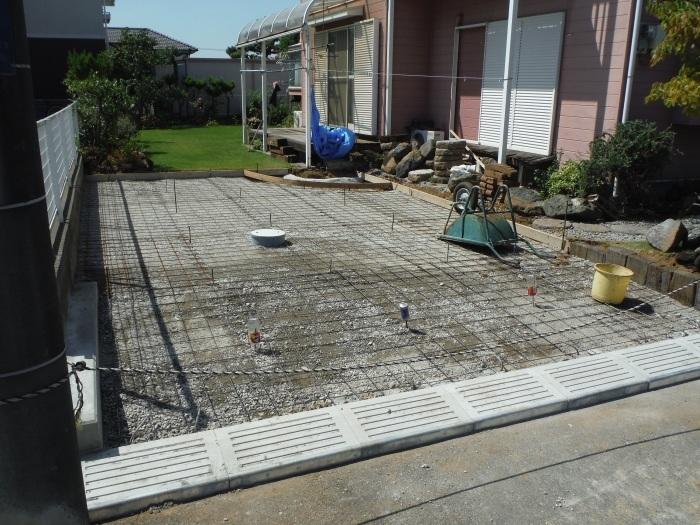 庭を駐車場へ ~ 砕石敷き、型枠組み。_d0165368_05151473.jpg