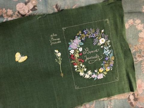 favori11号で表紙にしていただいた 花刺繍のボックスの花リース🌿_a0157409_18084265.jpeg
