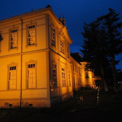 今日からアルツハイマー月間なので、ライトアップをオレンジに!_c0075701_19523072.jpg