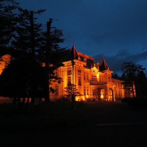 今日からアルツハイマー月間なので、ライトアップをオレンジに!_c0075701_19523672.jpg