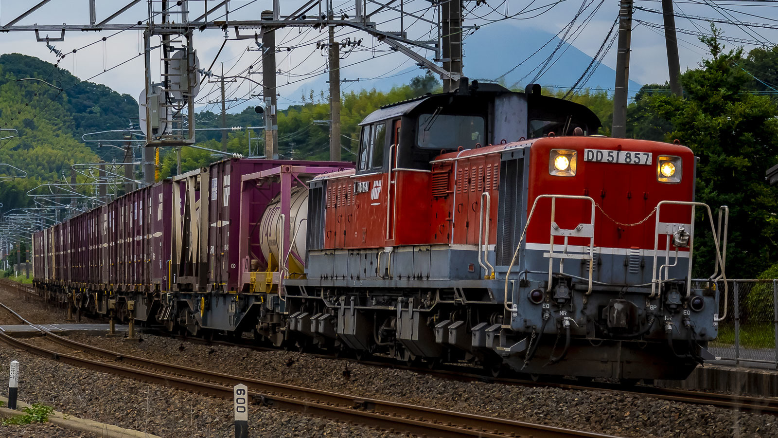 貨物列車は何を運んでいるのかを読んで、ひとしきり考えた。_b0029315_00011152.jpg
