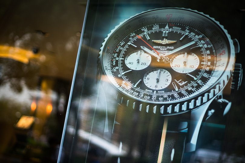 Mechanical Watches Tempting Walkers On A Street_d0353489_20472206.jpg