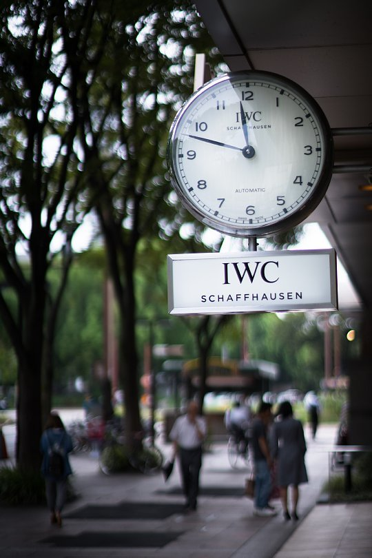 Mechanical Watches Tempting Walkers On A Street_d0353489_20473074.jpg