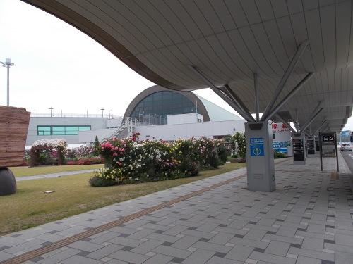 大型で非常に強い台風24号 沖縄本島は丸一日、暴風域圏内に_b0398201_23124383.jpg